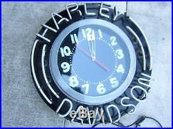 Harley-Davidson vintage 26'' Neon dealer clock runs on time lights up perfectly