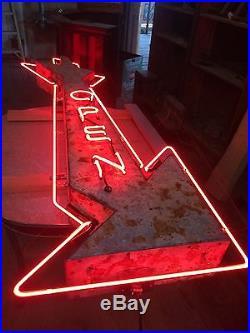 Vintage neon arrow open sign
